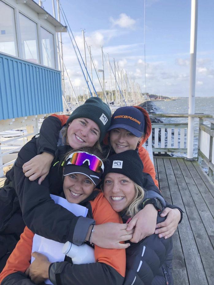 Team Bergqvist i ett blåsigt Långedrag under helgens tävling. Saknas på bilden gör Isabelle Bergqvist eftersom det är hon som tar fotot.