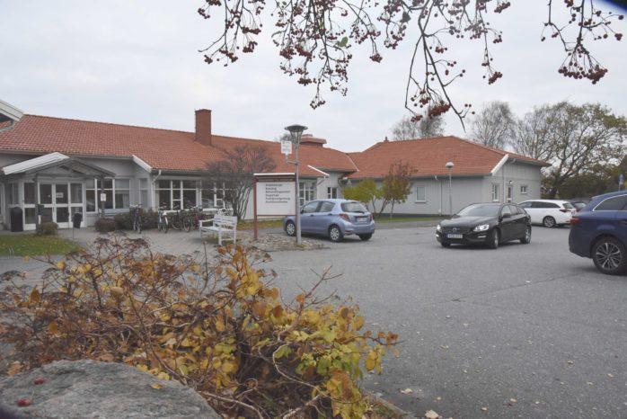 Det är avdelningen till höger i bild som är tänkt att användas till  migrantförläggning på Hedens by.