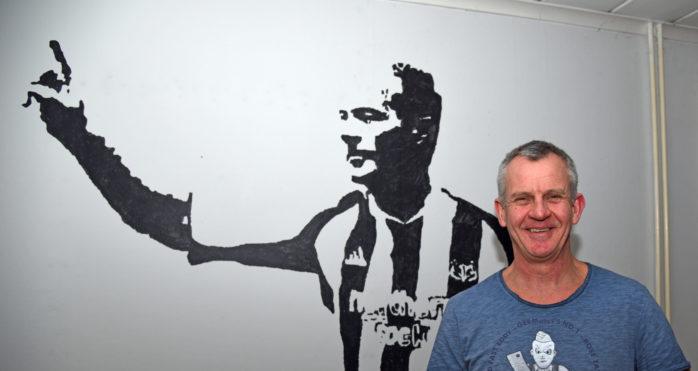 Rolfs väggmålning av favoritspelaren och legendaren Alan Shearer.