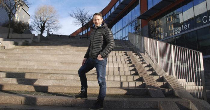 Uppvuxen på Hönö och bosatt i Torslanda – men karriären har tagit honom längre än så.