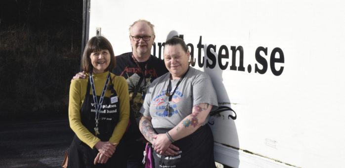 Beatrice Magnusson, Stefan Ström och Lotta Reimers är några av dem som arbetar på Vännplatsen second hand i Torslanda.