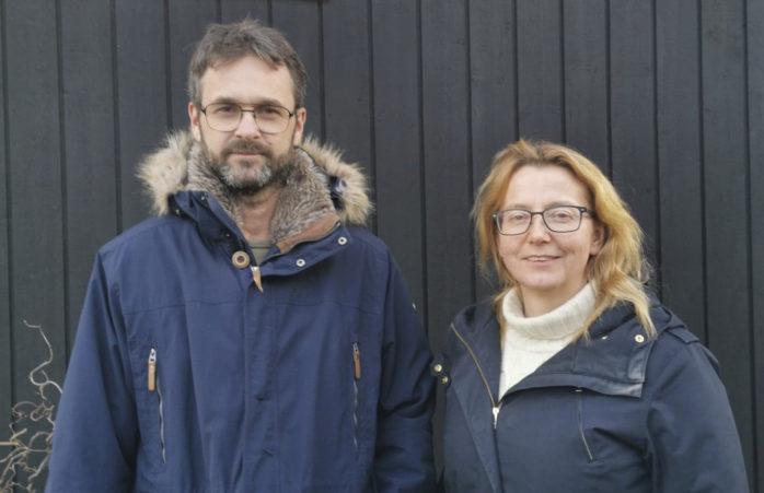 Daniel och Sabina Edenlund föräldravandrade under påskaftonen. Här är de utan de reflexvästar. FOTO: PRIVAT