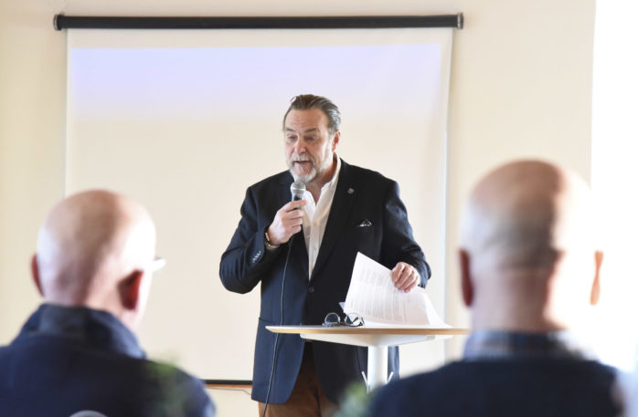 Öckerö kommuns besök- och näringslivschef, Ronald Johansson, höll i mötet på Nimbus.
