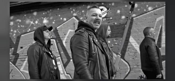 Pagandoms sångare och basist Christian Jansson gastar i videon till låten Don't. Foto: Johan Wallqvist/Wallqvist Photography