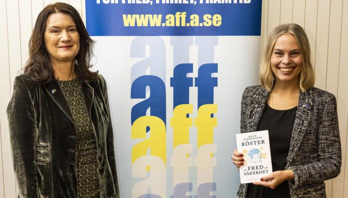 Maria Tilander tillsammans med utrikesministern Ann Linde. Foto: Michael Campanella