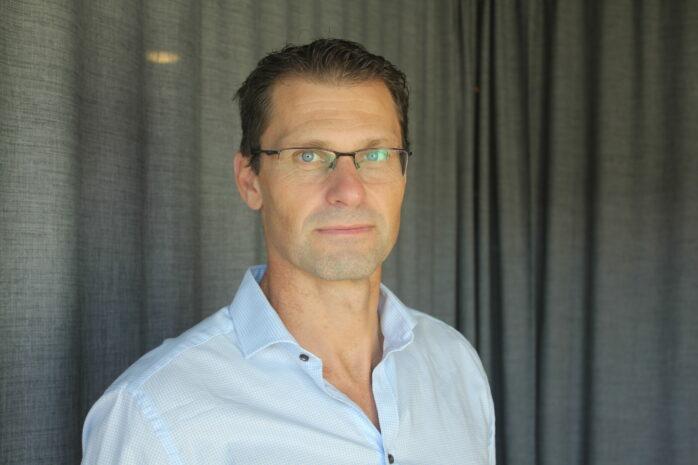 Björköbon och sektionschefen för bedrägerisektorn i Region Väst Magnus Lindegren. PRESSBILD