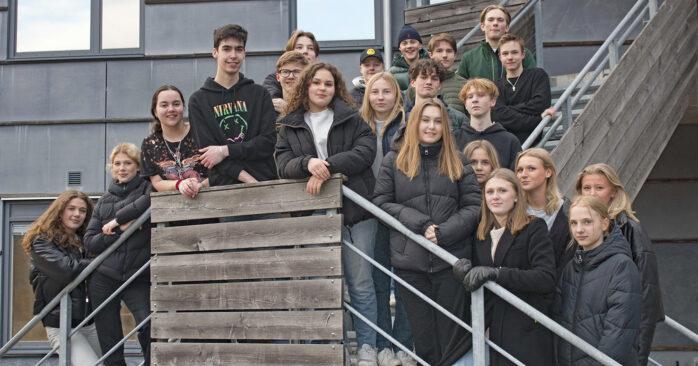 Eleverna på Nordlyckeskolan kämpar för att deras klasskamrat Sergej (i mitten) ska få stanna kvar i Sverige. Foto: Pia Magnusson