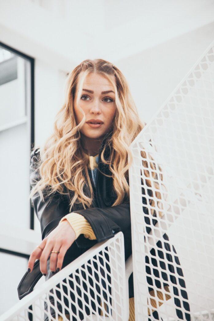 Natalie Lindhs singel Ett svin släpptes på alla streamingplattformar den 24 september. Foto: Adam Eskilsson/Smart Agency