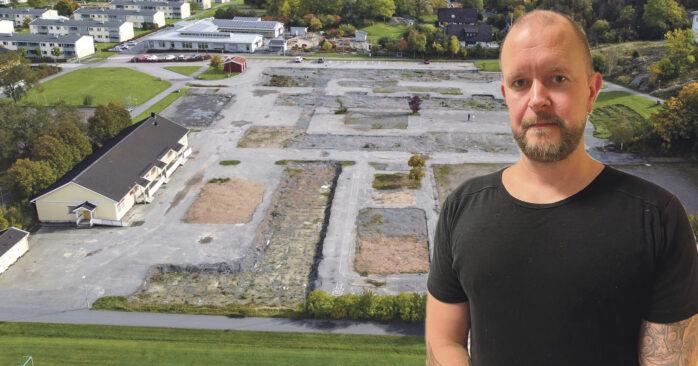Jimmy Malmenlid är kritisk till att den gamla skolan revs innan allt pappersarbete var klart för den nya skola.